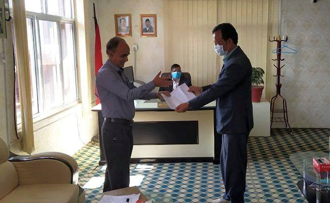 CPN lawmaker Yam Lal Kandel (l) handing over no confidence motion to Chief Whip Gulab Jung Shah on Sunday.