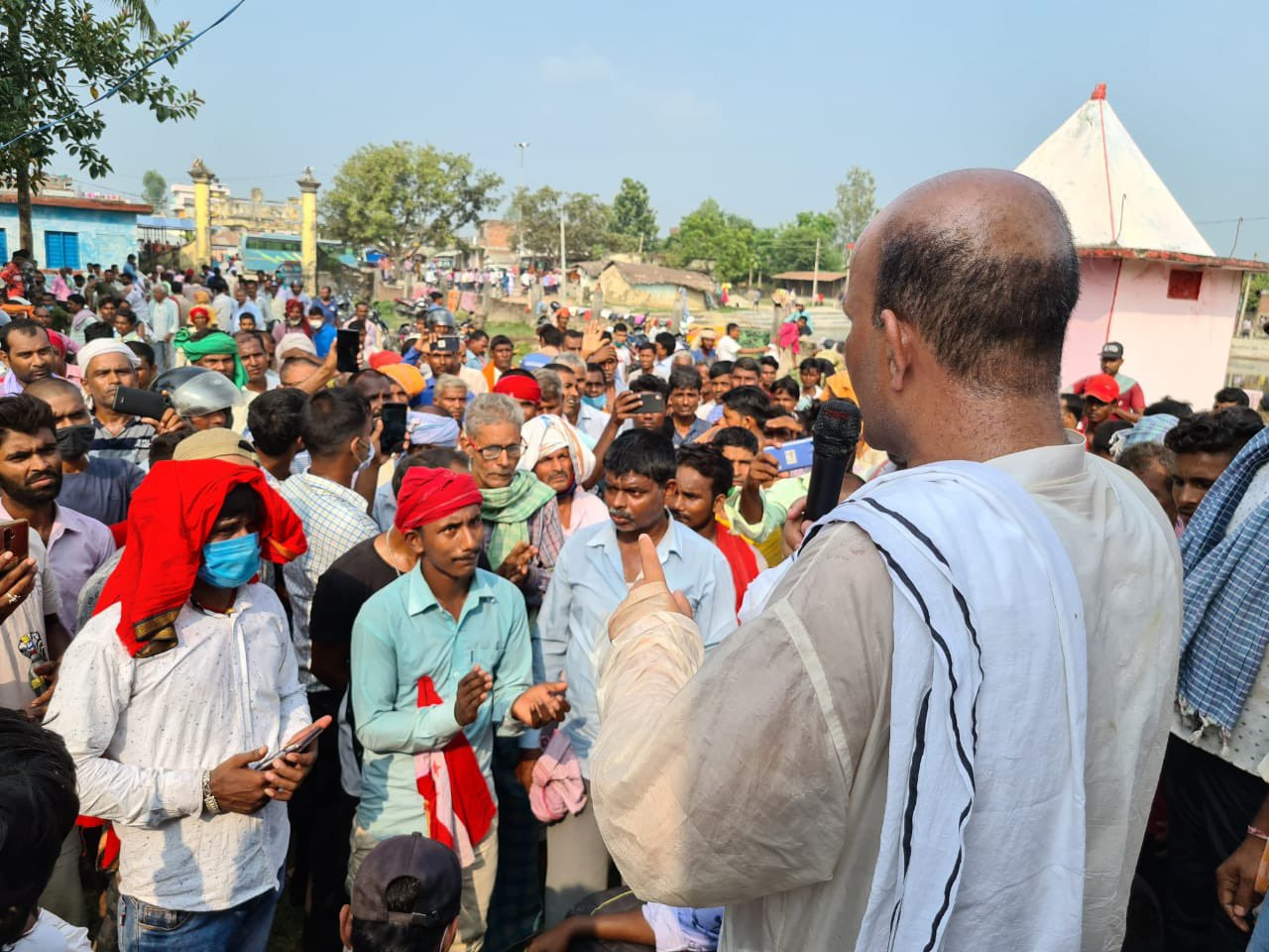 NC lawmaker Amresh Kumar Singh addressing the crowd.