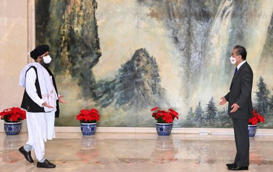 Chinese Foreign Minister Wang Yi (R) with senior Taliban leader Mullah Abdul Ghani Baradar.